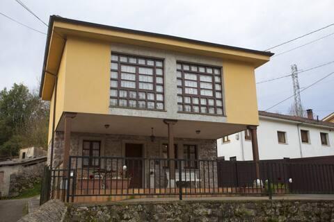 Casa El Campón à Collía, Arriondas (VV.1164. AS)
