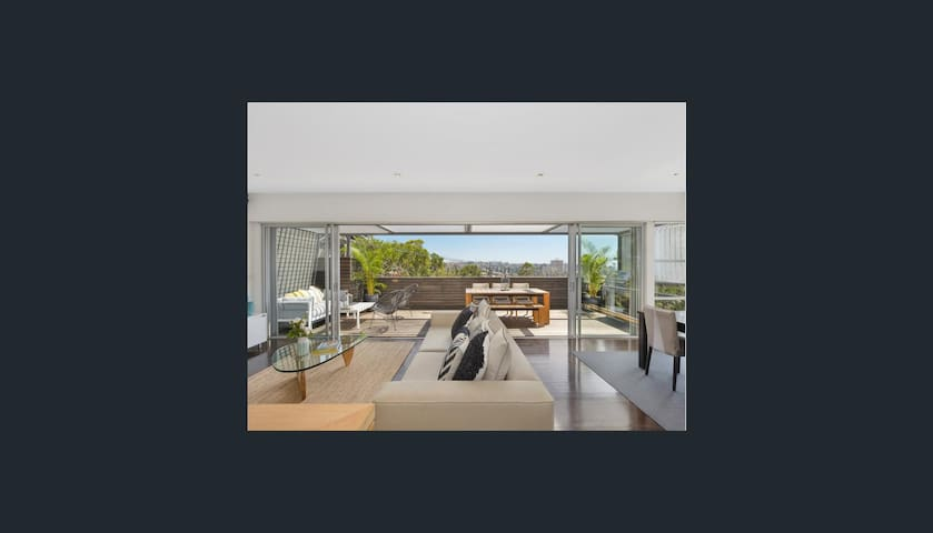 Luxury Designer Home 5min to Beach - Manly - House