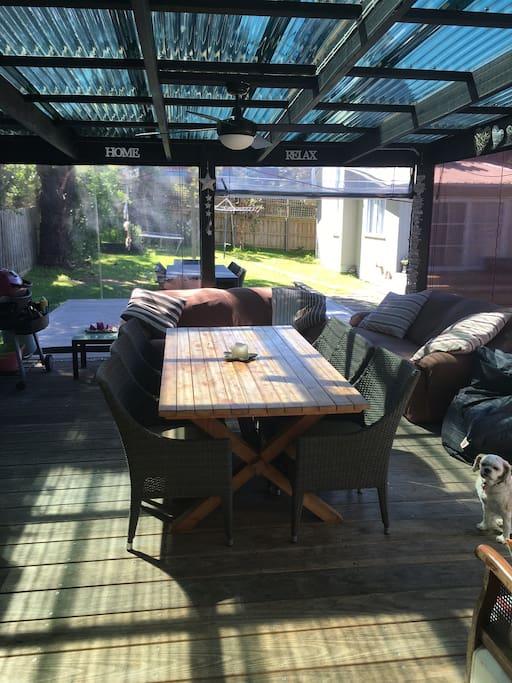 "Main House ""Perfect Outdoor Verandah"" Outdoor blinds all around. Outdoor Kitchen/ 2x 3 seater couches. BBQ/ Frigde/ Freezer."
