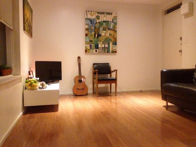 Parkside 1BR apartment. WIFI. A/C. Self check in.