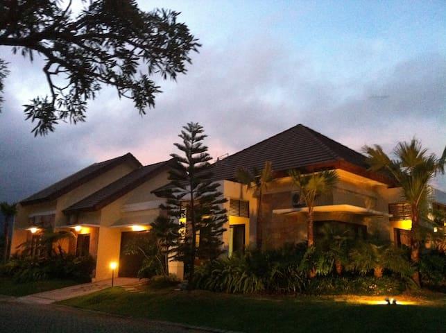 Villa Royal Garden Regency Blok E5 - Bumiaji - House
