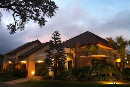 Villa Royal Garden Regency Blok E5 - Bumiaji - Haus