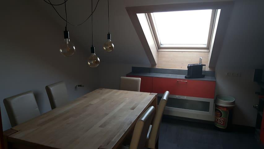 Küche mit 6 Stühlen