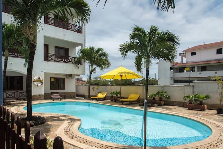 Ensuite 2 bedrooms/pool/close to Bamburi Beach B4
