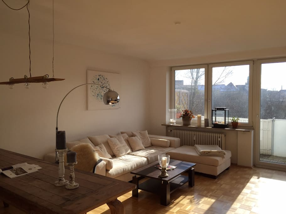 livingroom with view to the park