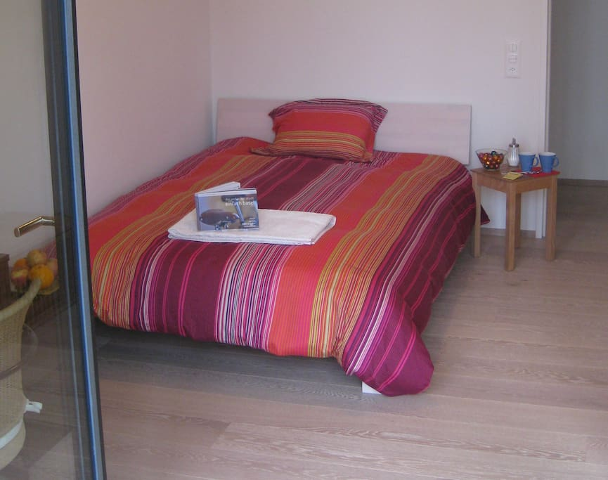 140x200 bed with private bathroom