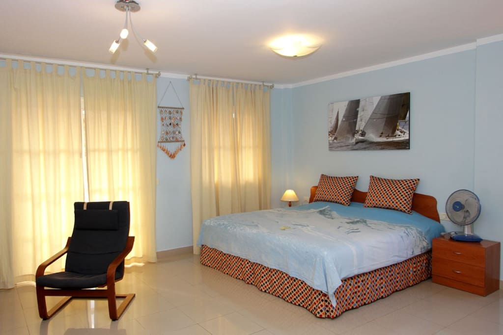 nice and sunny studio with kingsize bed and wifi apartments for rent in val. Black Bedroom Furniture Sets. Home Design Ideas