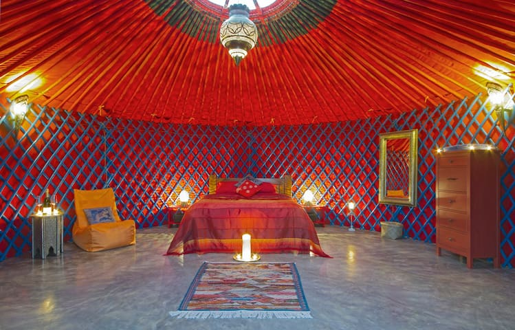 Luxury Mongolian Yurt with jacuzzi. - Tías