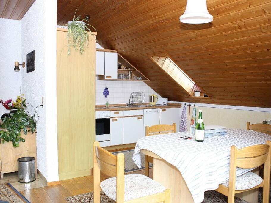Die Küche mit Essplatz