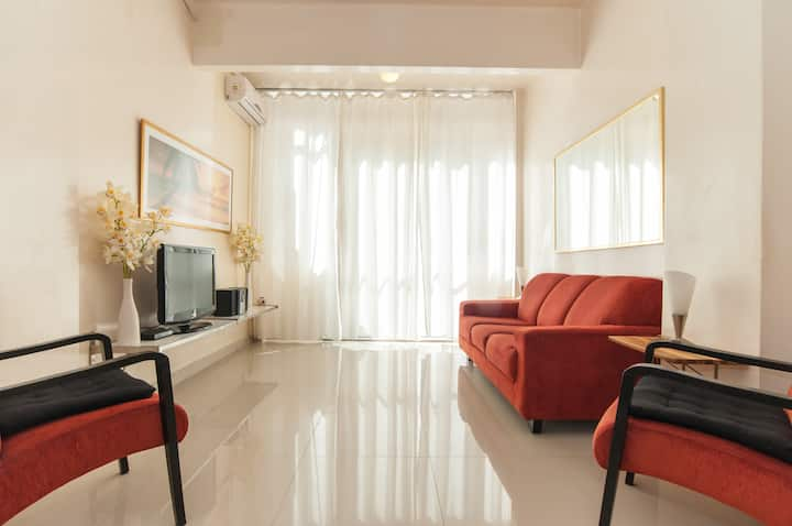Very Nice 2Br in Copacabana w. balcony, fast WiFi