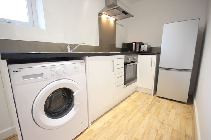Modern One Bed Apartment 5 -Close to City Centre