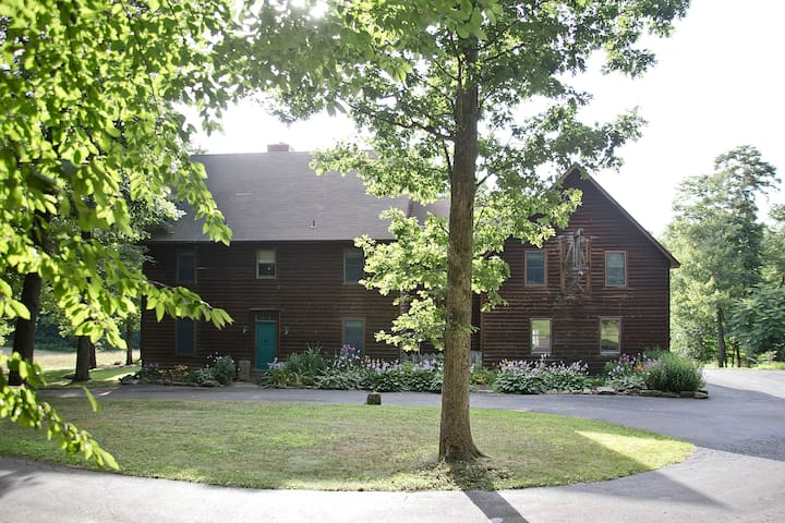 Meadow Rock Farm, Sleeps 20, 6BR Timber Frame - Butler - Haus