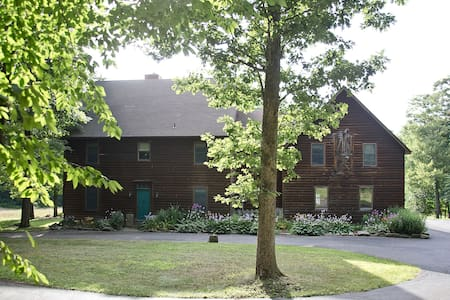 Meadow Rock Farm, Sleeps 20, 6BR Timber Frame - Butler - Casa