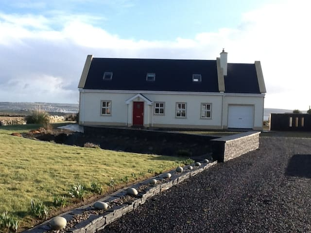 3 bedroom house near Cliffs of Moher walkway - Liscannor - House