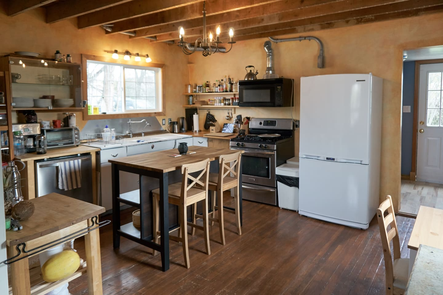 Cozy country kitchen with dishwasher, stove, toaster oven, kettle and wide selection of coffees and teas. Fridge space is available for guests.
