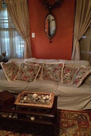 Front parlor with Hide a Bed - Galveston - Bed & Breakfast