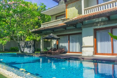 Luxury 4 Bedroom Private Pool Nusa Dua