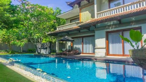 Luxury 4 Bedroom Private Pool Nusa Dua