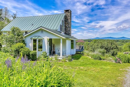 Charming and secluded home with large yard - close to Okemo