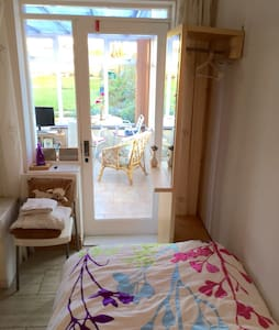 Cosy single room with conservatory - Garforth - Hus
