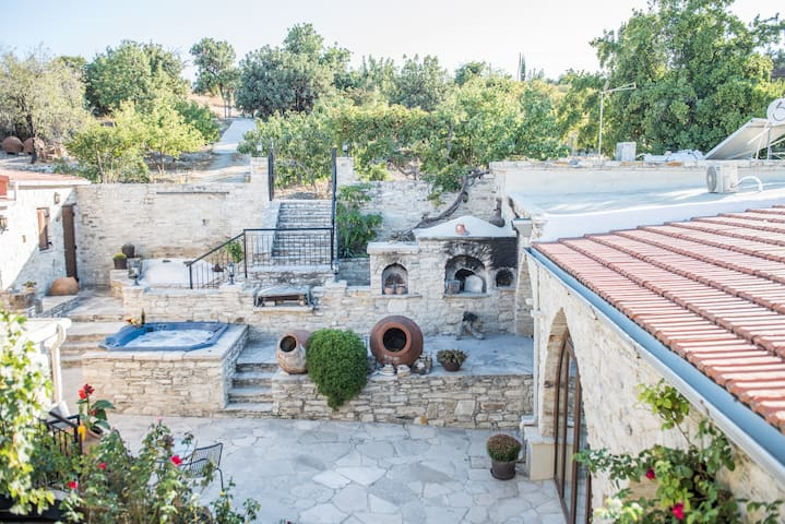 Our House, Vavla, Cyprus  B&B in a Rural Village - Vavla - เกสต์เฮาส์
