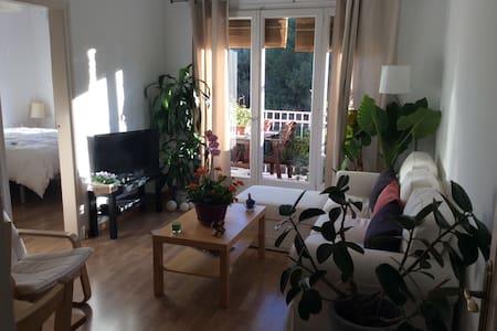 Cozy & quiet room near Rambla - Barcelona - Appartement