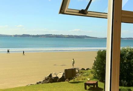 Absolute waterfront 3km beach