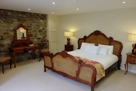 Garden Suite - B&B - Sleeps 4 - Bed & Breakfast