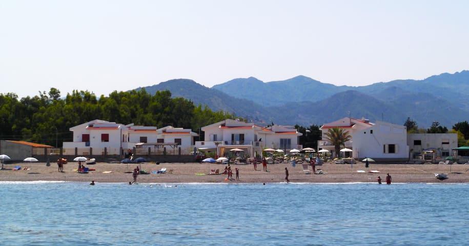 In villetta sulla spiaggia - Terme Vigliatore - Lägenhet
