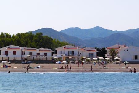 In villetta sulla spiaggia - Terme Vigliatore - Pis