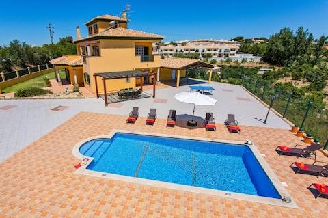 Villa Nincha - Heatead Pool -Free Wi-FI - Air Con