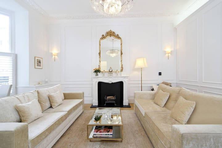 Glamorous 1BR Period Property in Kensington