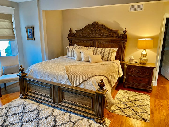 Perfect King Room, Private Bath, Trolley Square