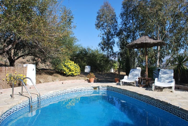 Spacious country holiday cottage with private pool