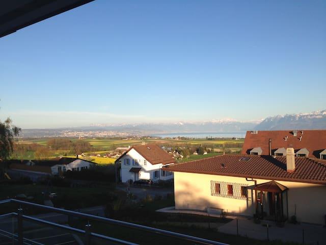 Magnifique vue Lac Léman et Alpes - Yens - Apartment