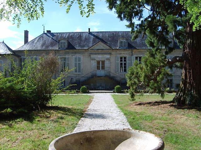 MAGNIFIQUE CASTLE CHAMPAGNE 16+PERS SPECIAL OFFER - Poissons