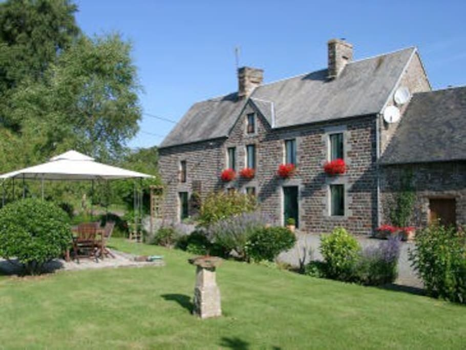 Luxury chambre d 39 hote with pool bed breakfasts for for Chambre d hotes basse normandie