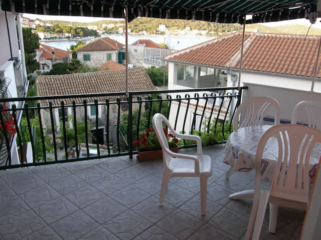 Nice apartment for three persons - Tisno - Casa
