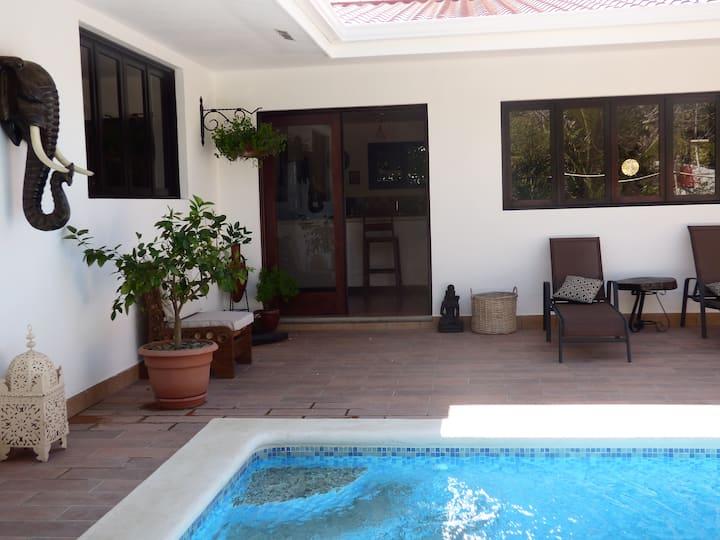 Casa Lakshmi. Luxury Villa w/pool in central town.