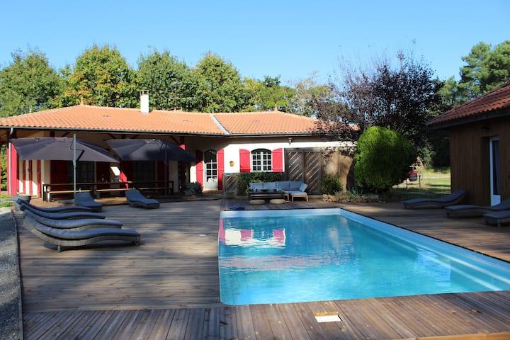 villa 20 personnes avec  piscine proche des plages