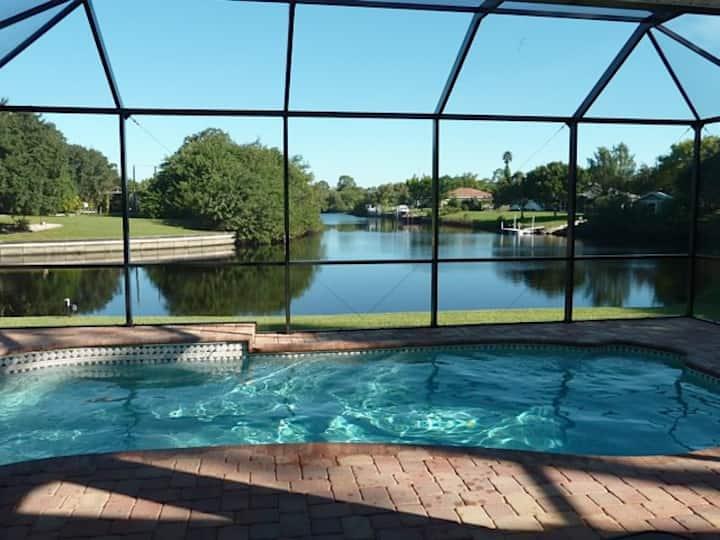 New Waterfront& Heated Pool-Villa