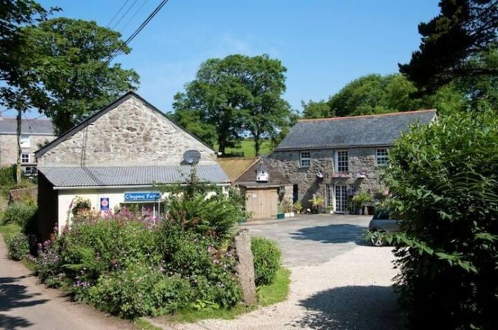 Farm cottage, 4 star gold award cottage nr St Ives