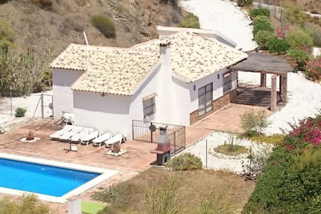 Typical Spanish cottage + pool.