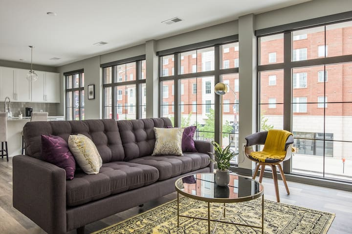Beautiful + Central Loft w/ Lots of Natural Light