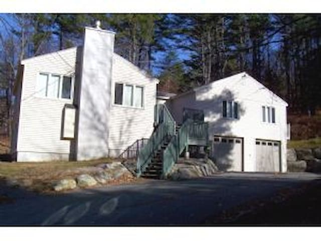 Beutiful 4 Bedroom Lakes Region Vacation Home - Gilford - Hus