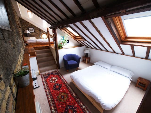 Long Loft Room at The Bastion - Athlone - Şehir evi