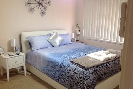 Chrissys Modern Queen Bed Room - Albion Park