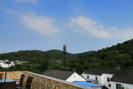 苏州太湖西山岛飘渺峰景区山景双床房