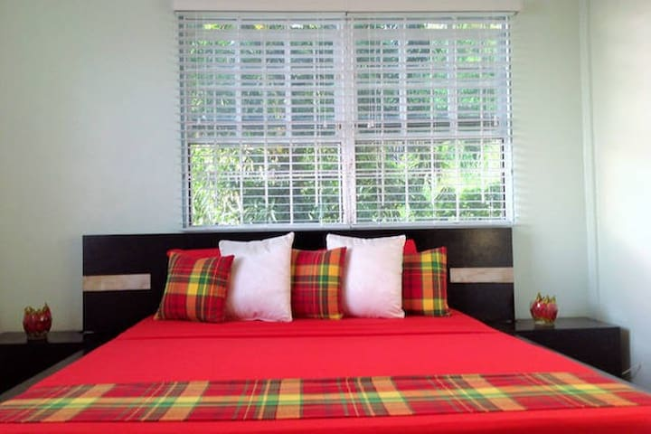 COLVIN'S B & B The Peaceful Room - Castries  - Bed & Breakfast
