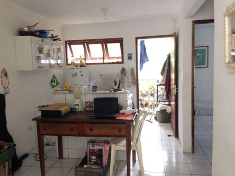 visão da casa, os hospedes podem usar as dependências. banheiro, cozinha, maquina de lavar, wi-fi e jardim.